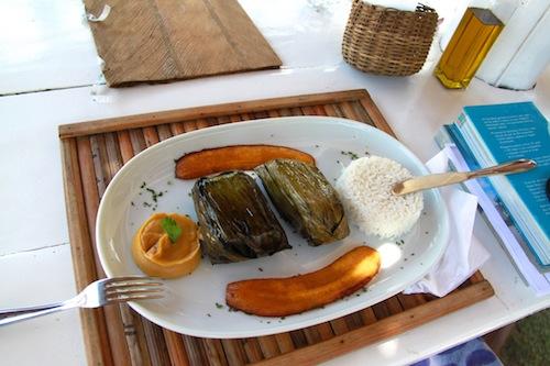 peixe enrolado em folha de banana brasil