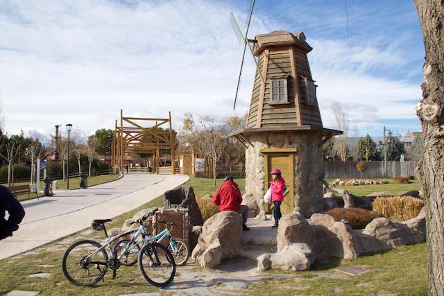parque europa moinhos madrid em familia