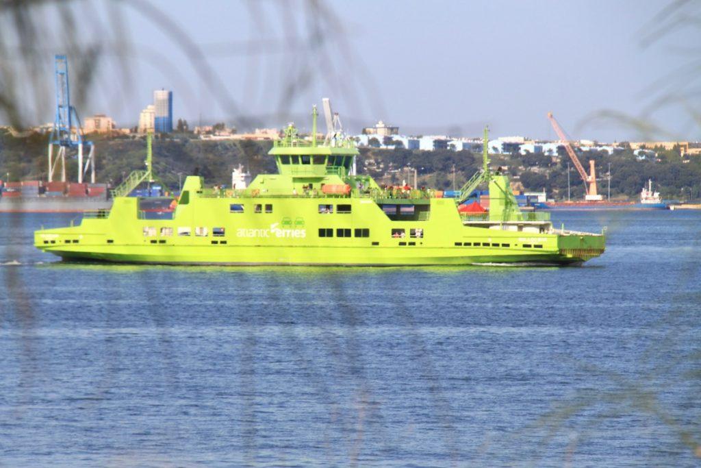 ferry entre setubal e troia
