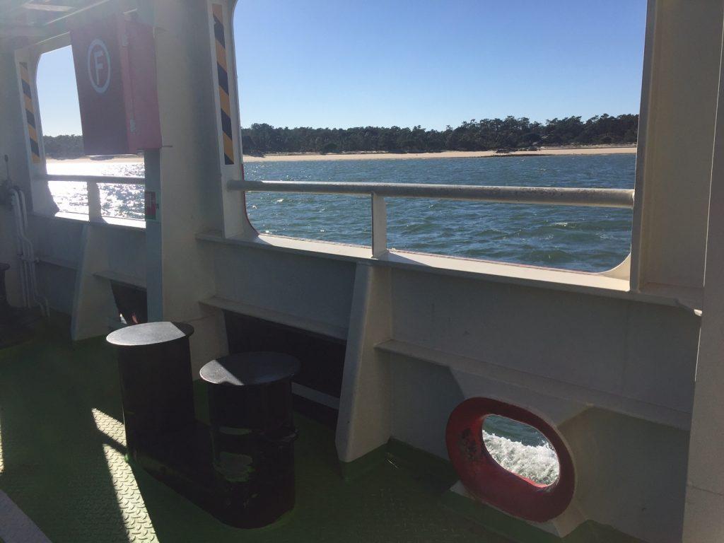 ferry entre setubal e troia mar