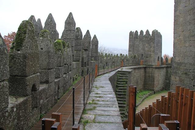 castelo de guimaraes muralhas