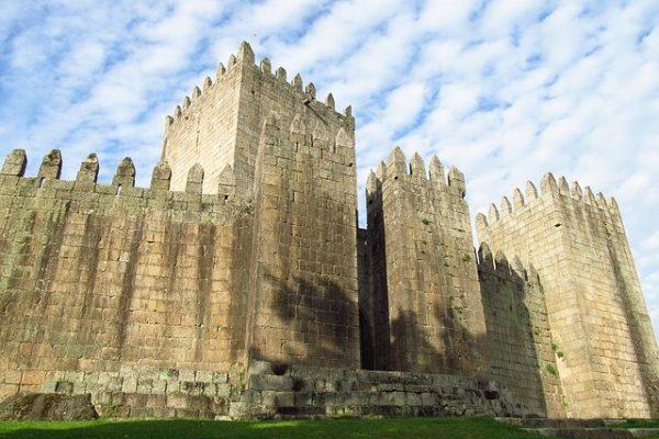 castelo de guimaraes monumentos gratuitos