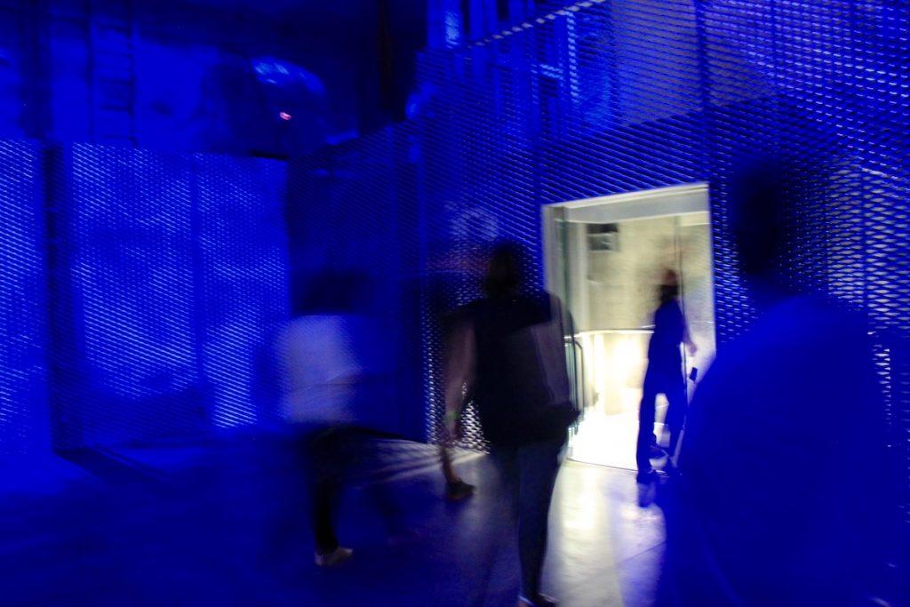 pilar 7 sala luz azul